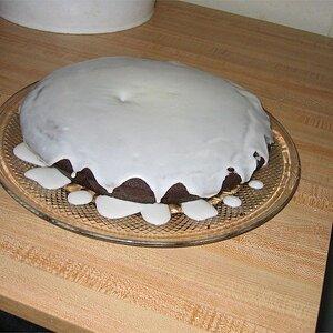 Pastel de chocolate con betún de limón