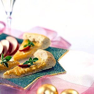 Bread-and-Cheddar Appetizer