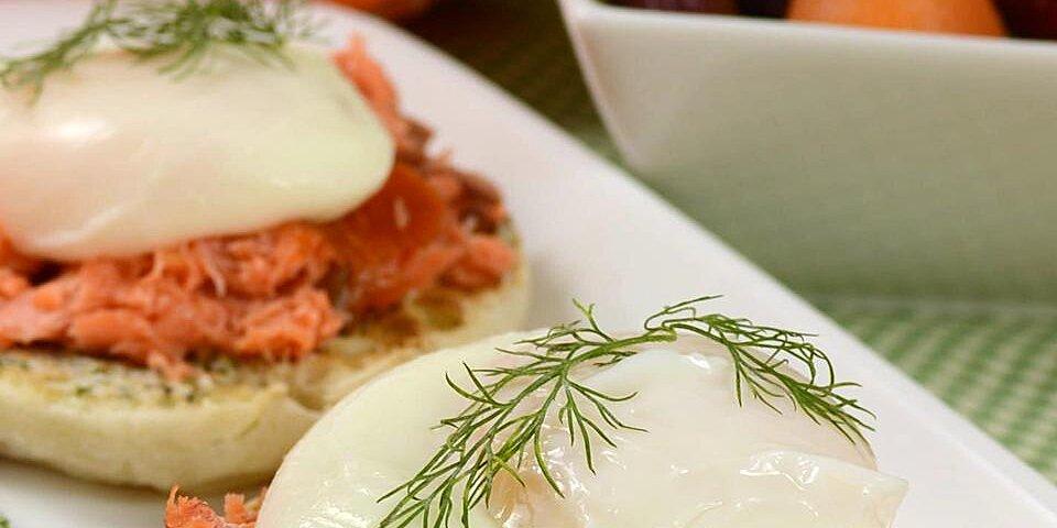 smoked salmon dill eggs benedict