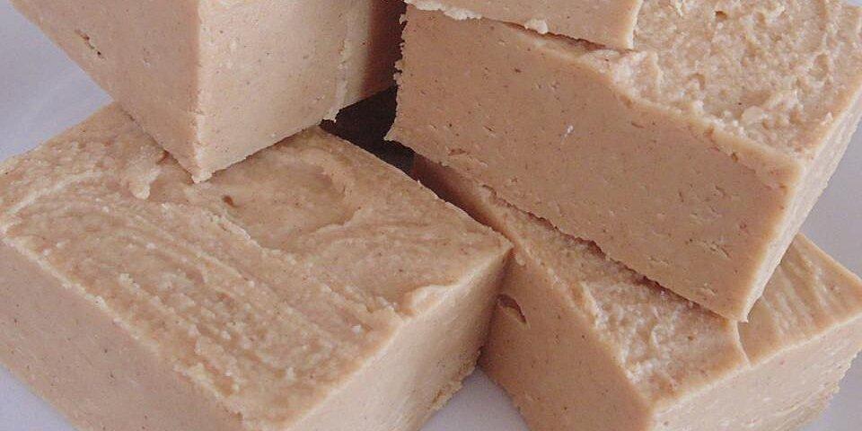 easy two ingredient peanut butter fudge recipe