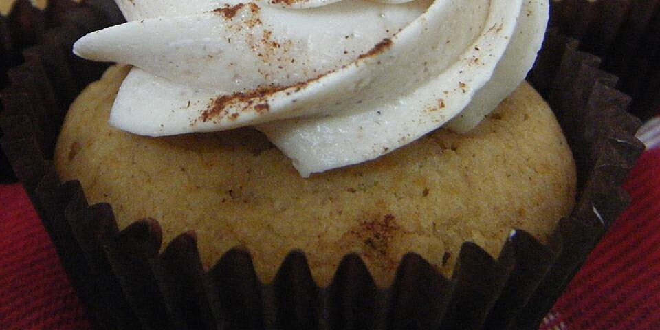 eggnog cupcakes with whipped eggnog buttercream