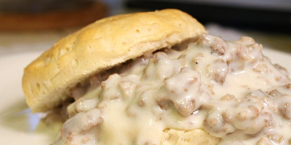 easy sausage gravy and biscuits recipe