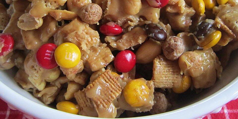 sweet and crunchy popcorn snack mix recipe