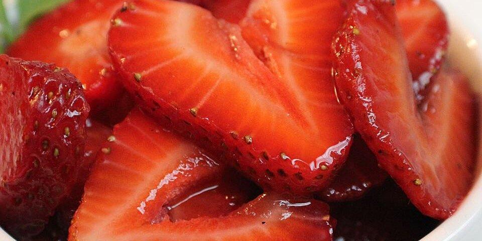sweet and tart strawberry salad recipe