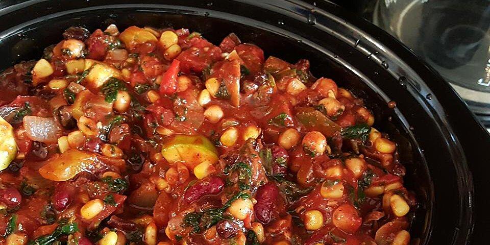 hearty vegan slow cooker chili recipe