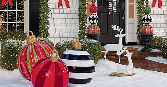 Oversized Christmas Ornaments Are The Biggest Thing in Outdoor Holiday Décor