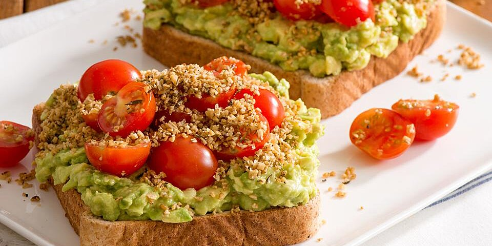 quaker avocado toast with savoury oat crumble