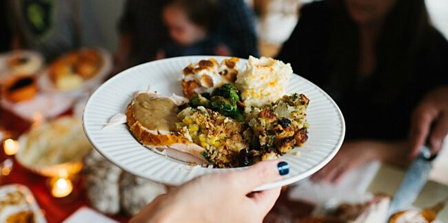 10 tips to make thanksgiving dinner on a budget
