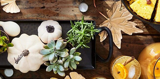 these easy diy metallic leaves will make your fall tables shine