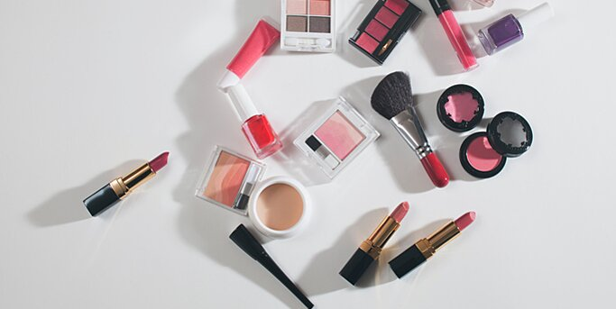 Unwanted Or Gently Makeup To Women