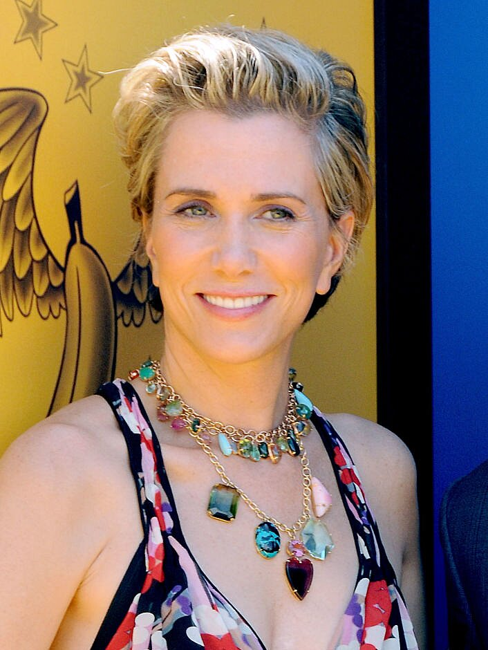 Kristen Wiig S Newest Cut Proves She Can Rock The Gamut Of Ultra Short Hairstyles Hellogiggles
