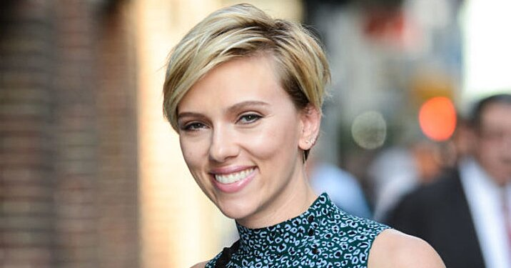 Scarlett Johansson Met Her Doppelganger And They Had A Blast Hellogiggles