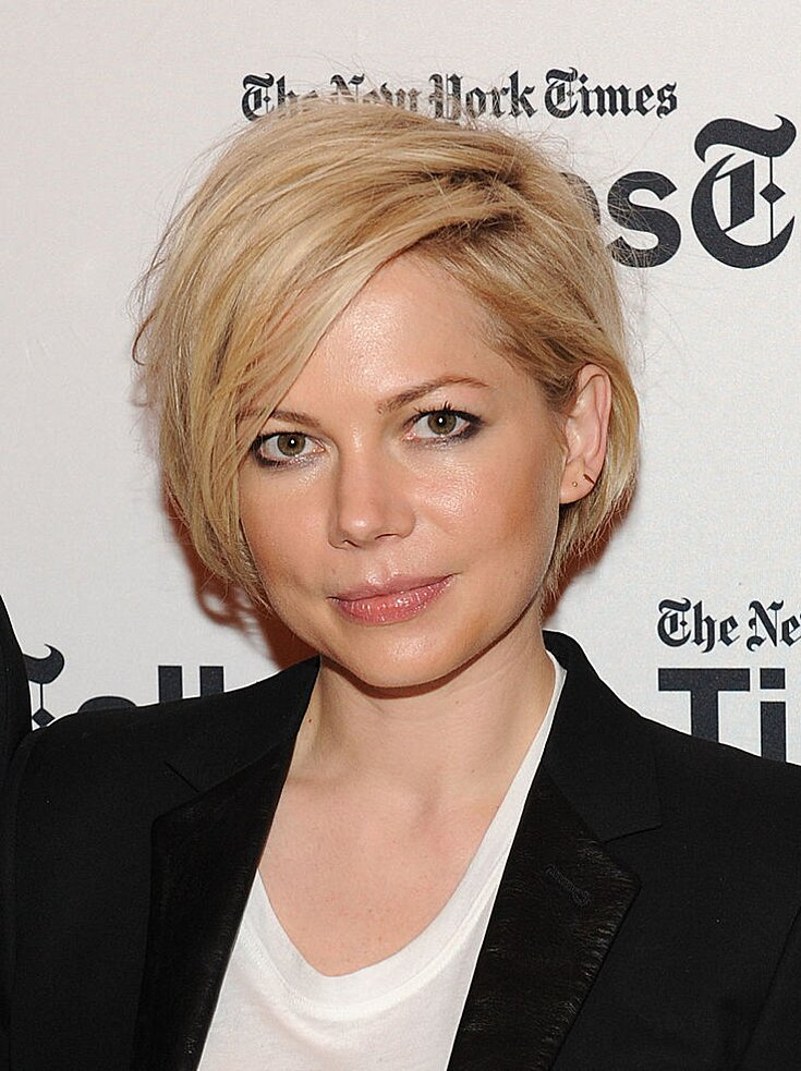 Michelle Williams Has A New Blonde Bob Haircut Grows Out Her Pixie Hellogiggles