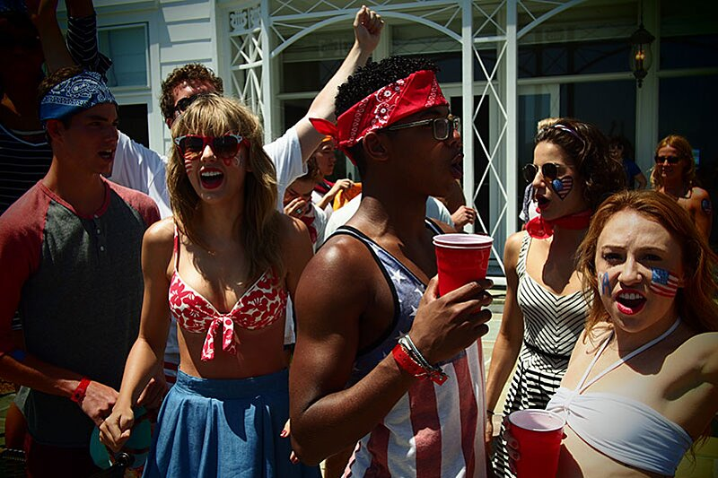 A Detailed History Of Taylor Swift S Annual 4th Of July Parties Hellogiggles