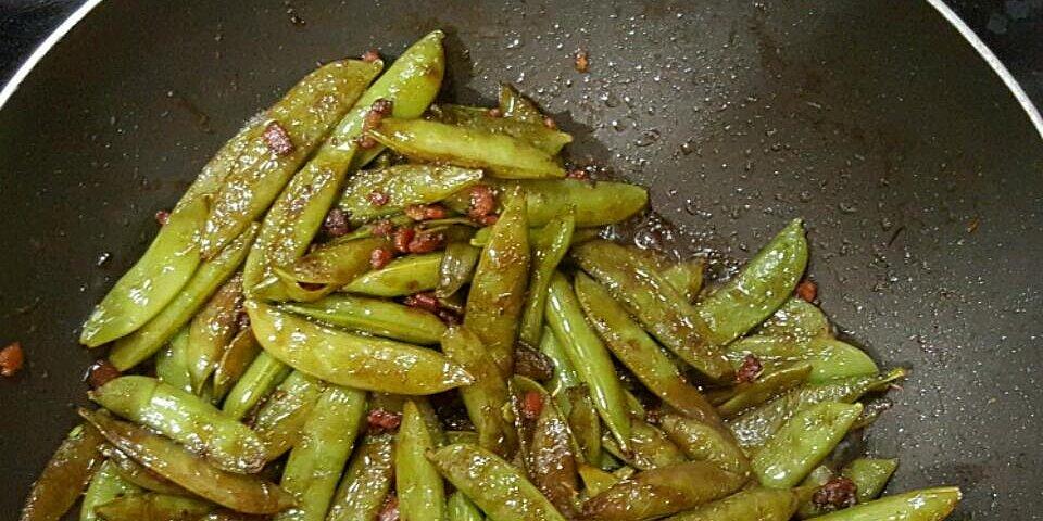 bacon and balsamic glazed sugar snap peas recipe