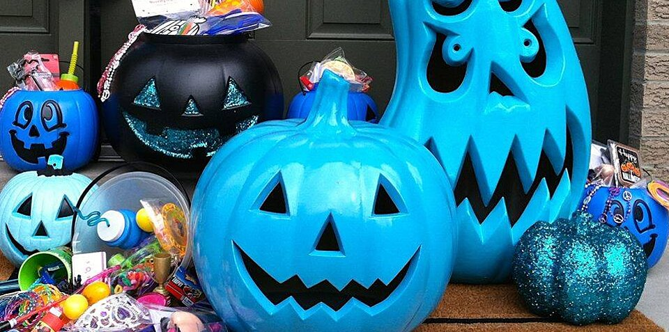 Why People Are Painting Pumpkins Teal for Halloween