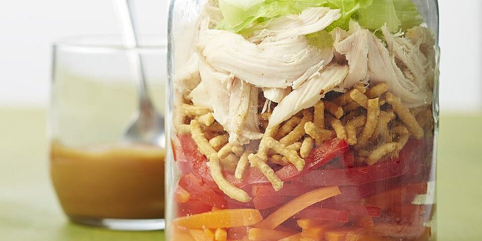 how to make a mason jar salad for grab and go lunches and