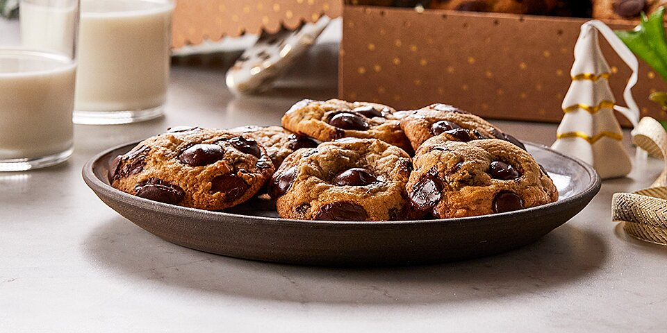 ghirardelli classic chocolate chip cookies