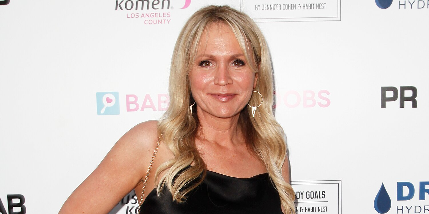 Barbara Alyn Woods Had to Move In with a Cousin She 'Never Met' to Get Her One Tree Hill Role.jpg