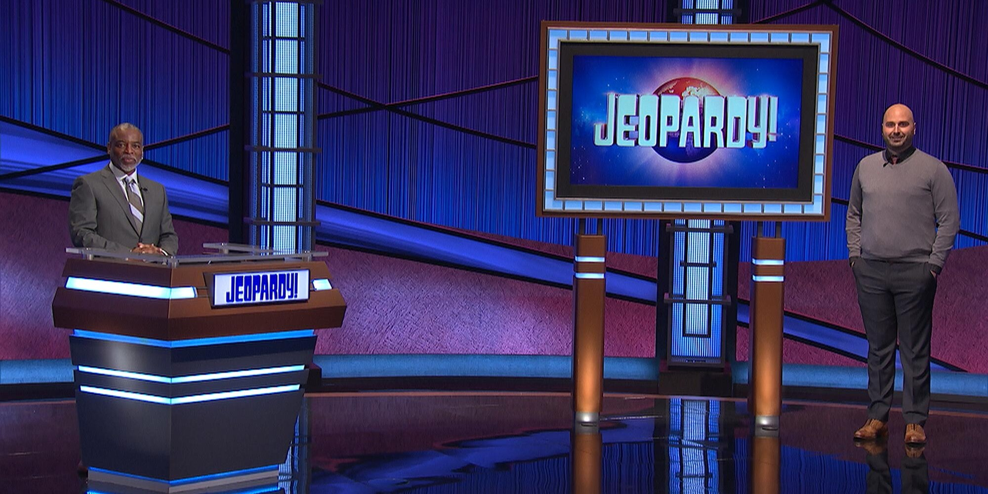 'Jeopardy' contestant hits new record for lowest score ever as LeVar Burton makes his debut - Entertainment Weekly News