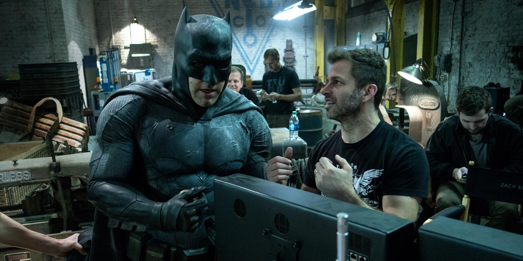 Zack Snyder weighs in on that vetoed oral sex scene between Batman and Catwoman (for some reason) - Entertainment Weekly News