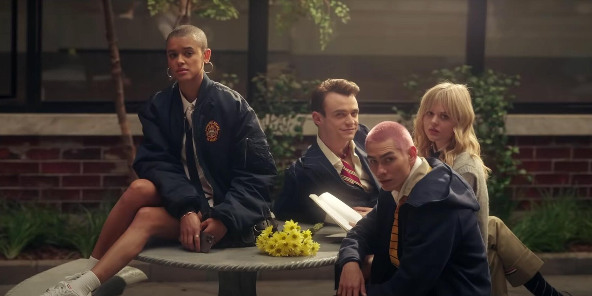 Gossip Girl reboot trailer features love triangles, threesomes, and a scandalous 'big secret'.jpg