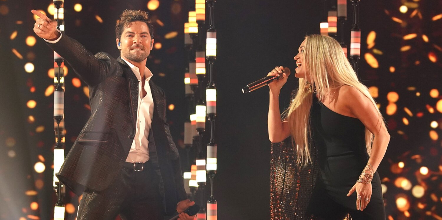 Carrie Underwood and David Bisbal Perform Bilingual Duet 'Tears of Gold' at Latin American Music Awards.jpg