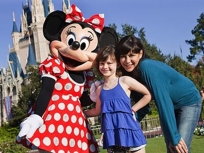 Spotted: Catherine Bell and Gemma Meet Minnie! | PEOPLE com