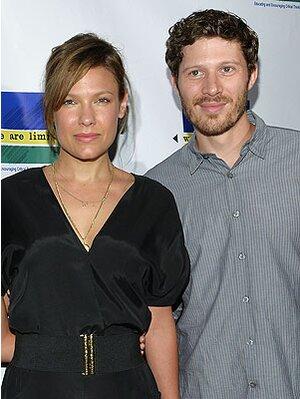 Zach Gilford And Kiele Sanchez Suffer Late Term Miscarriage Peoplecom