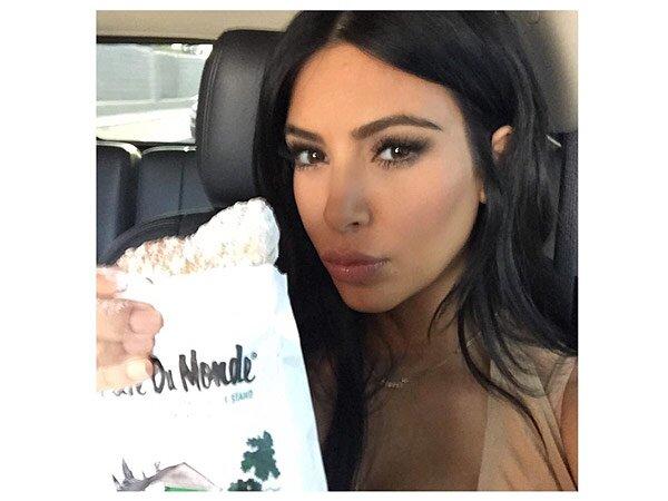 Kim Kardashian West Eats Beignets at Cafe Du Monde in New