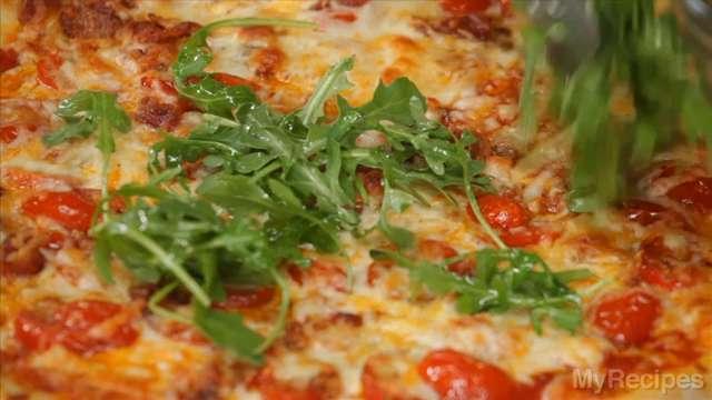 Bacon, Tomato, and Arugula Pizza