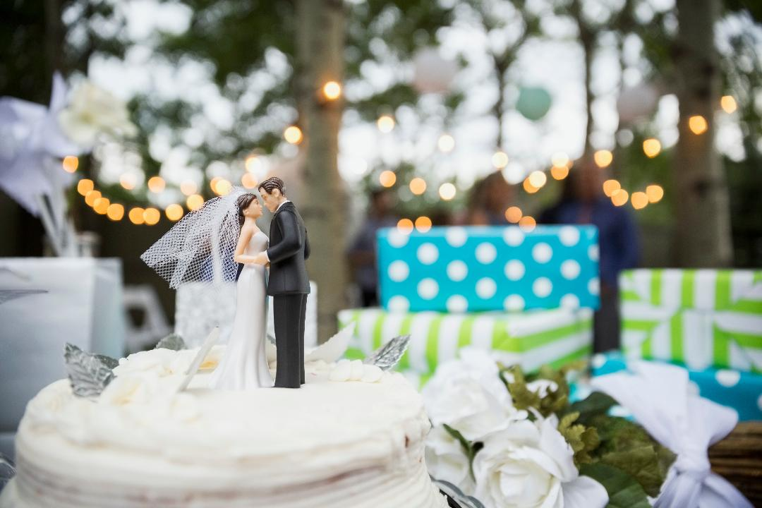 Your Go-To Guide to Finding the Right Wedding Gift