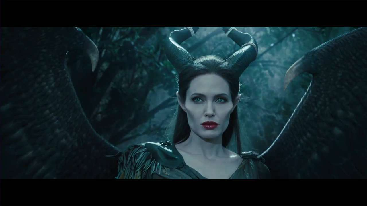 'Maleficent': Angelina Jolie fires up her dragon in new trailer