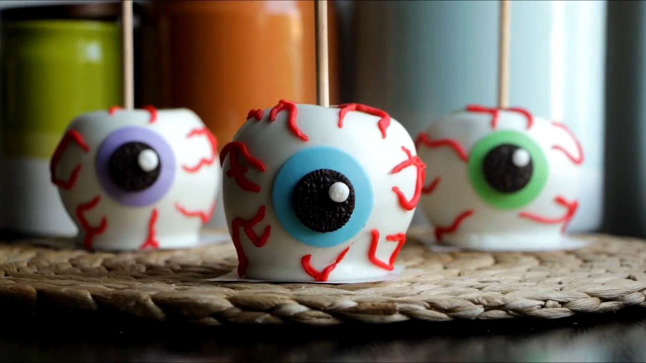 How to Make Chocolate Apple Eyeballs