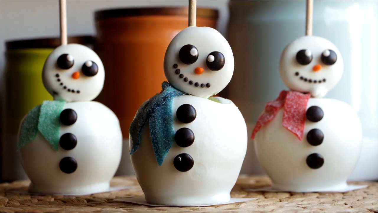 How to Make White Chocolate Snowmen Apples