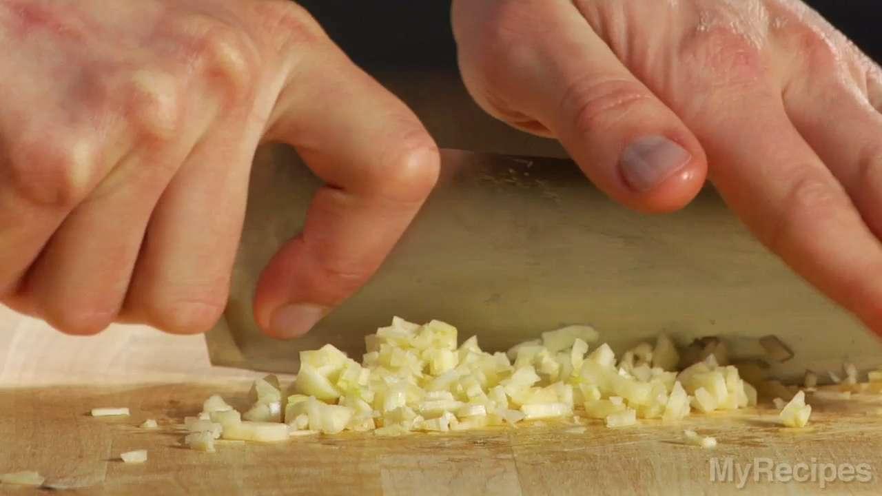 How-to Video: Preparing Garlic