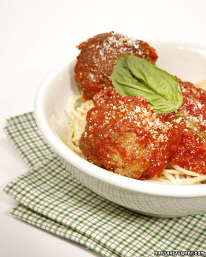 meatballs with spaghetti and marinara sauce