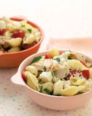 Shells with Grilled Chicken and Mozzarella
