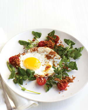 Fried Eggs with Tomatoes, Watercress, and Breadcrumbs