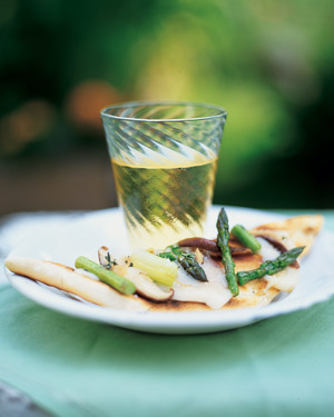 Grilled Pizzas with Leeks, Asparagus, and Mushrooms