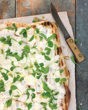 Grilled Pizza with Fontina and Arugula