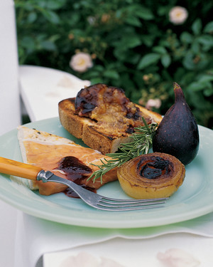 Chicken Paillards with Prosciutto and Figs