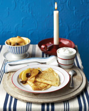 Crepes with Sauteed Apples
