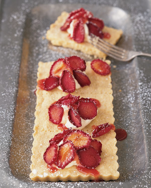 Shortbread with Dried Plum Petals