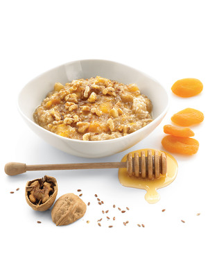 Toasted Oatmeal with Walnuts and Apricots