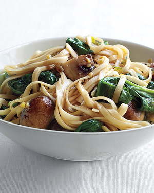 Spinach and Mushroom Lo Mein