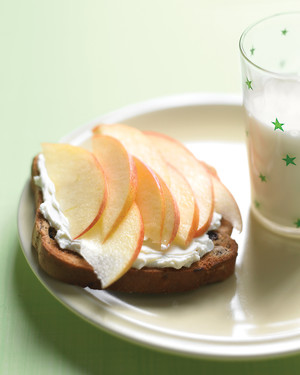 Cinnamon Toast with Apple and Cream Cheese