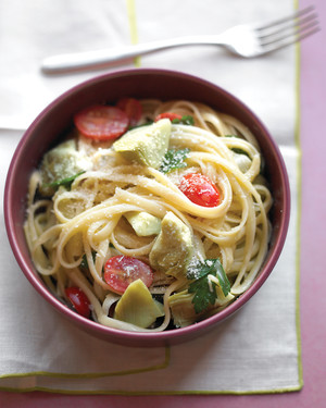Linguine with Artichokes, Tomatoes, and Parsley