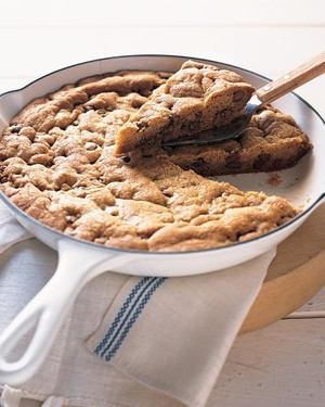 Skillet-Baked Chocolate Chip Cookie