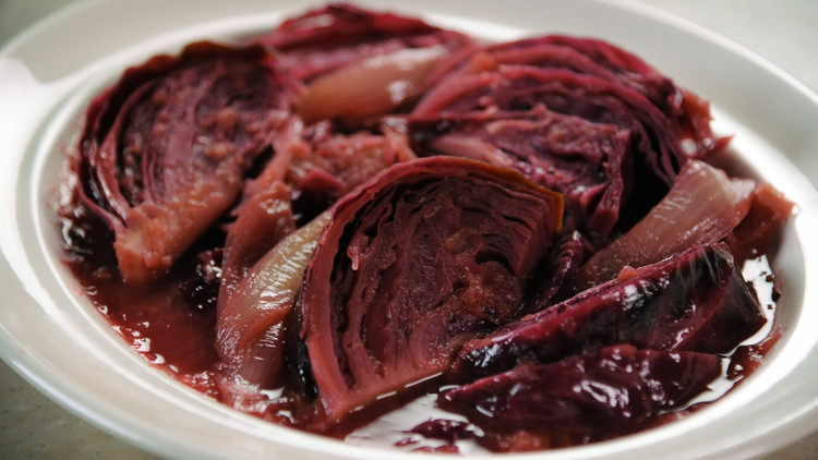 Braised Red Cabbage with Caramelized Apples